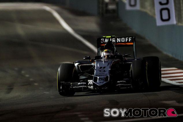 Sergio Pérez acabó sexto, justo delante de Rosberg, en el primer día en Marina Bay - LaF1