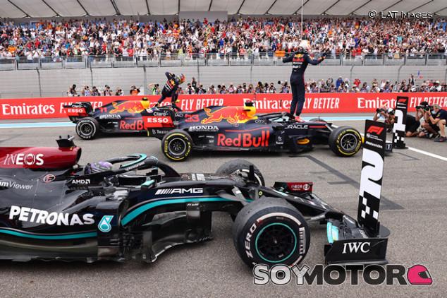 Los escuderos o por qué Mercedes no respondió a la segunda parada de Verstappen - SoyMotor.com