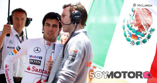 Sergio Pérez en la parilla de Silverstone