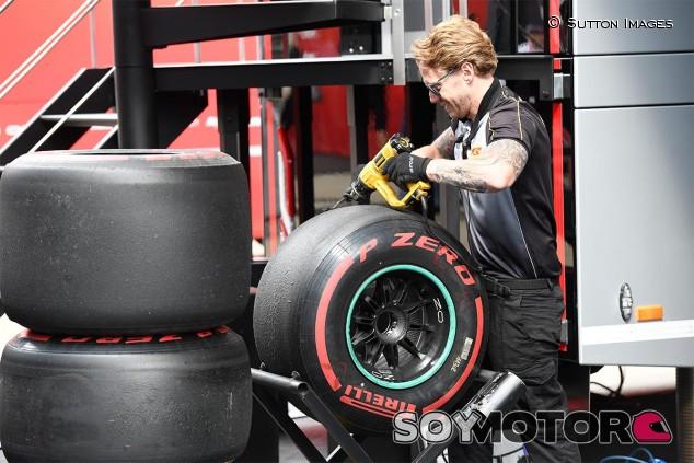 Personal de Pirelli en Silverstone - SoyMotor