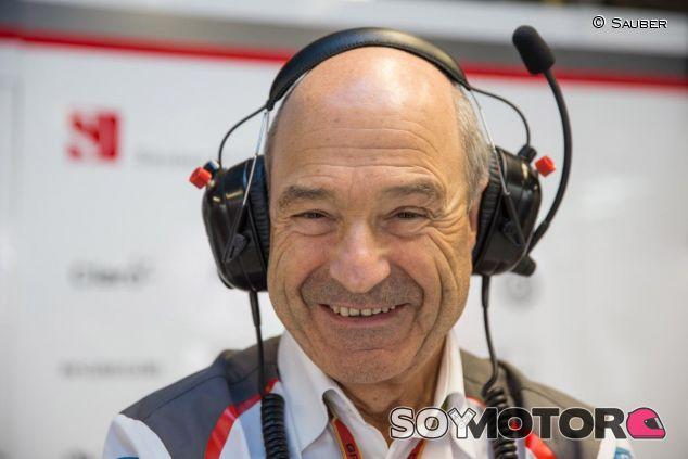Peter Sauber en el box de su equipo - LaF1