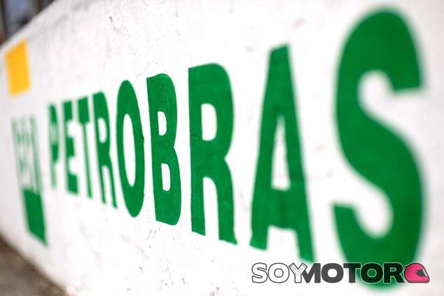 Logo de Petrobras en Interlagos - SoyMotor.com
