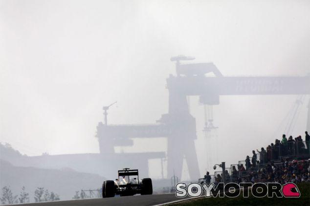 Vitaly Petrov y su Lotus en el Gran Premio de Corea de 2011 - LaF1