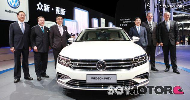 Volkswagen presenta el Phideon híbrido enchufable en Shanghái - SoyMotor.com