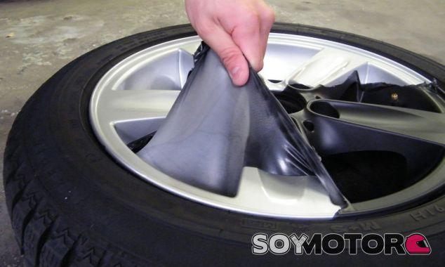 Proceso de retirada de la pintura líquida de vinilo - SoyMotor
