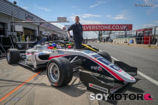 Piastri se lleva la Pole de Fórmula Renault en Silverstone - SoyMotor.com