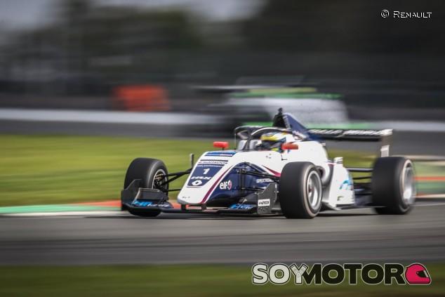 Piastri se lleva todo el pastel de la Fórmula Renault en Silverstone - SoyMotor.com