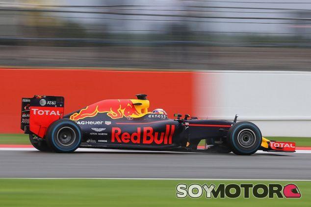 Pierre Gasly con el RB12 en Silverstone - LaF1