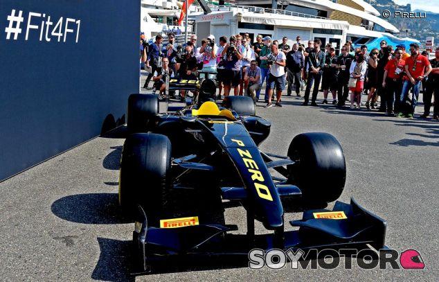 Pirelli presentó un monoplaza con las dimensiones de 2017 - LaF1