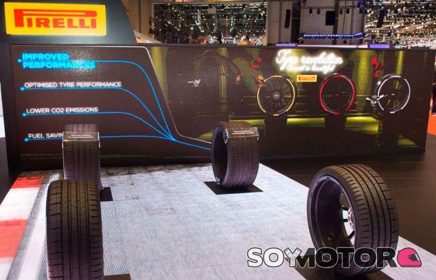 Stand de Pirelli en el Salón del Autómovil de Ginebra 2017 - SoyMotor.com