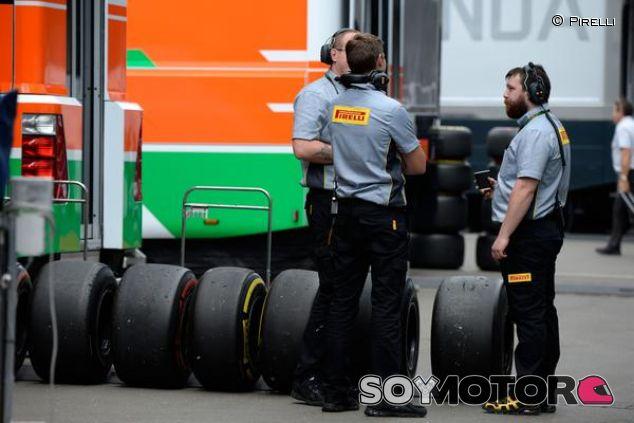 Miembros de Pirelli durante los test de Austria - LaF1