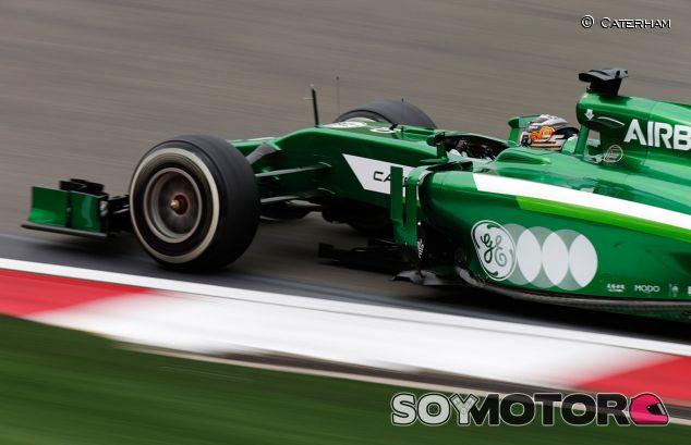 Kamui Kobayashi al volante de su Caterham CT05 - LaF1