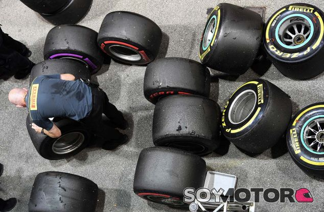 Ingeniero de Pirelli en Marina Bay - SoyMotor.com