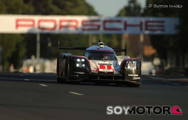 Porsche manda en el primer día de actividad en Nürburgring - SoyMotor.com