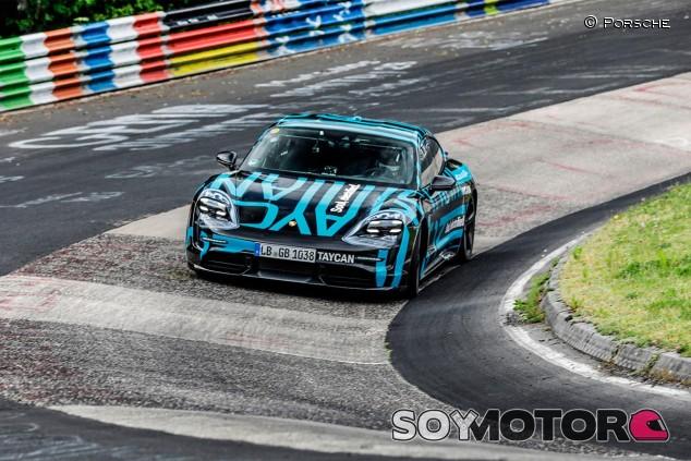Porsche Taycan Turbo en Nürburgring - SoyMotor.com