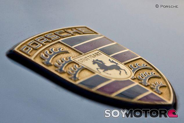 La historia del escudo de Porsche - SoyMotor.com