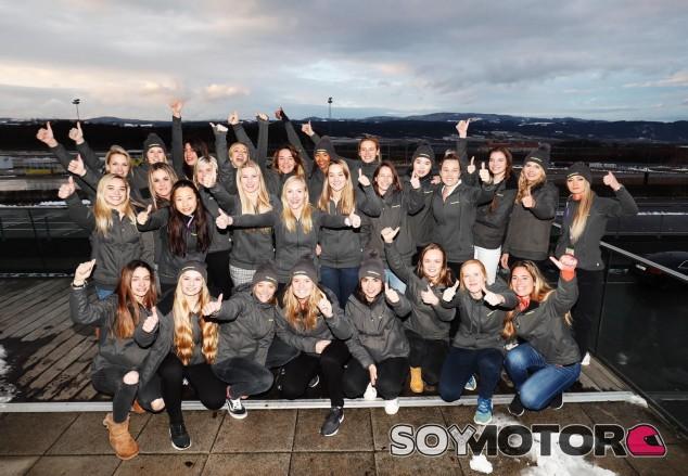 Las 28 preseleccionadas, con Marta García (primera a la izquierda en la primera fila) – SoyMotor.com