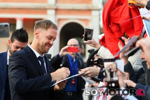 Sebastian Vettel en la presentación del SF1000 - SoyMotor.com