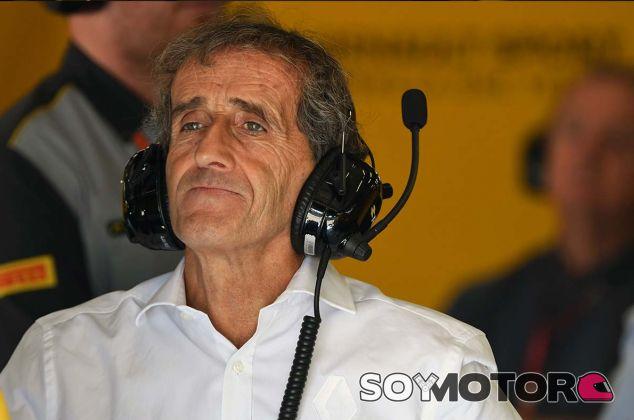 Alain Prost en el garaje de Renault en el Red Bull Ring - SoyMotor.com