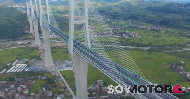 El puente-autopista sobre la ciudad china de Chishi - SoyMotor.com