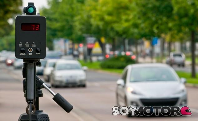 La DGT podría cambiar el margen de error de los radares - SoyMotor.com