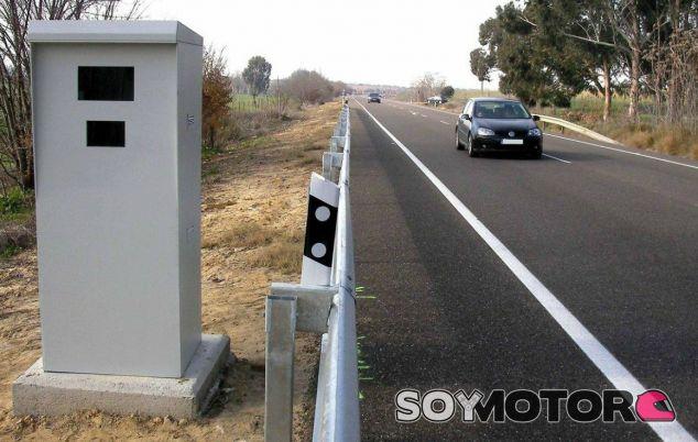 Los radares fijos no serán la solución final para carreteras con falta de mantenimiento - SoyMotor.com