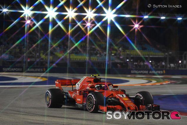 Kimi Räikkönen en la noche de Singapur - SoyMotor
