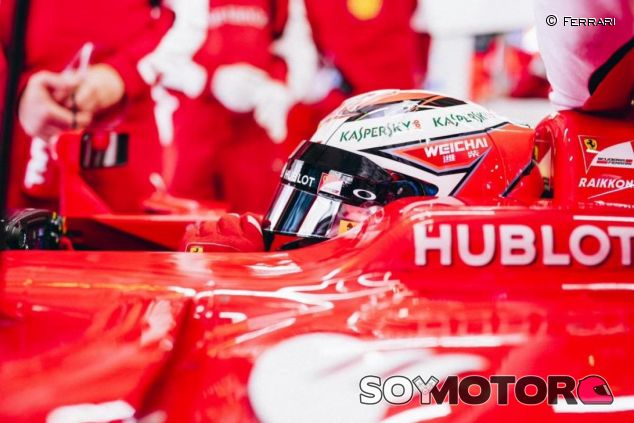 Kimi Räikkönen en el box de Ferrari durante el GP de China - LaF1
