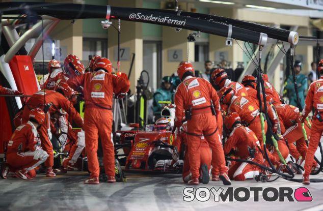 Parada en boxes de Räikkönen en el GP de Abu Dabi - SoyMotor
