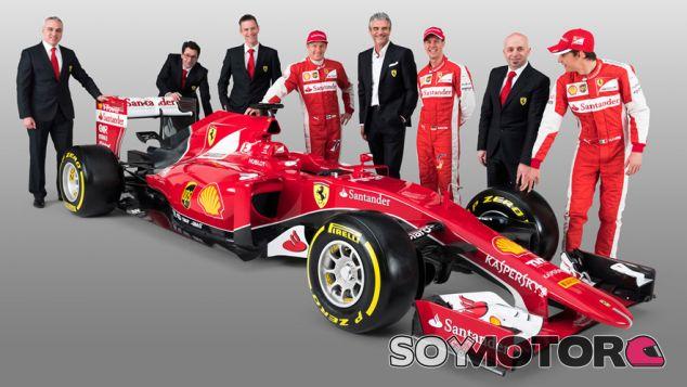El equipo y pilotos juntos, con el SF15T de Ferrari - LaF1.es