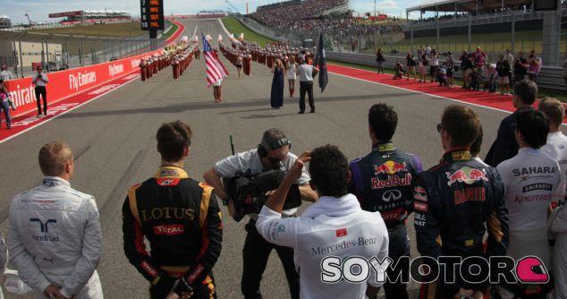 Ecclestone, enfadado con Räikkönen por su ausencia durante el himno de Estados Unidos