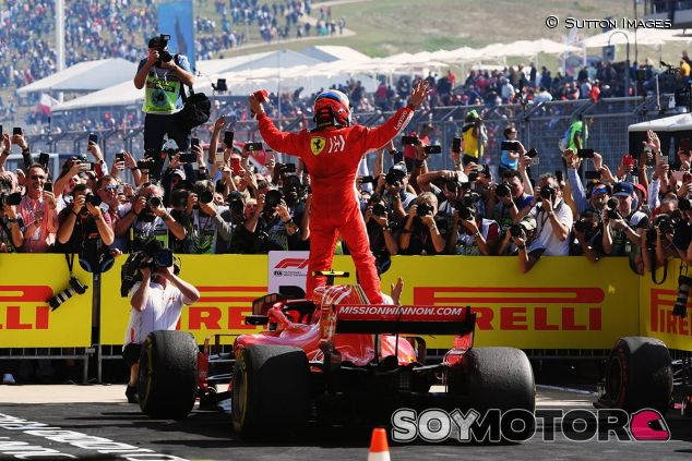 Kimi Räikkönen celebra su victoria en el GP de Estados Unidos - SoyMotor