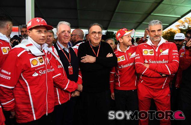 Kimi Räikköneni, Piero Lardi, Sergio Marchionne, Sebastian Vettel y Maurizio Arrivabene en Monza - SoyMotor.com