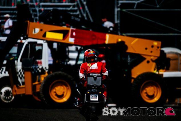 Ni Räikkönen ni Vettel pudieron llegar a boxes por sus medios - LaF1