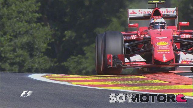 Kimi Räikkönen pasando por el piano que ha sido modificado - LaF1