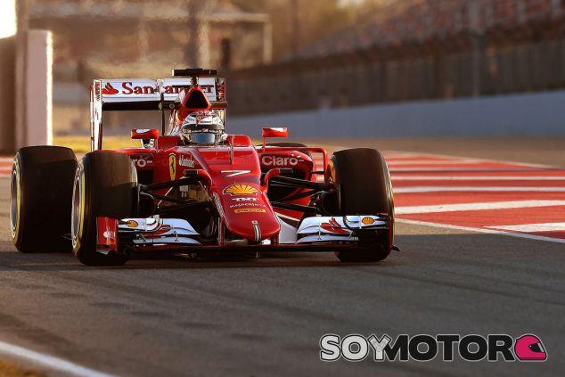 Kimi Raikkonen con el SF15-T durante los test de Barcelona - LaF1.es
