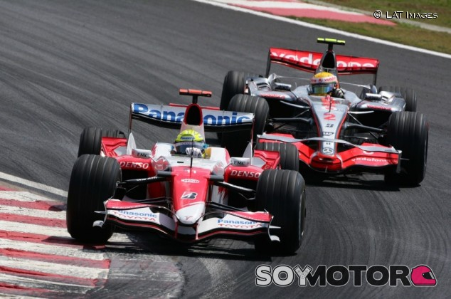 Ralf Schumacher sugiere a Hamilton que renuncie a su sueldo - SoyMotor.com
