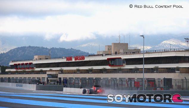 Red Bull en una imagen de archivo del test que Pirelli hizo en Paul Ricard en enero de 2016 - LaF1
