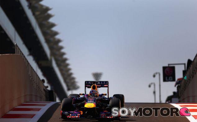 Sebastian Vettel en el Pit Lane del Yas Marina - LaF1