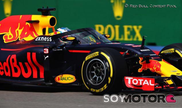 Daniel Ricciardo con la cúpula en los Libres 1 de Rusia - LaF1