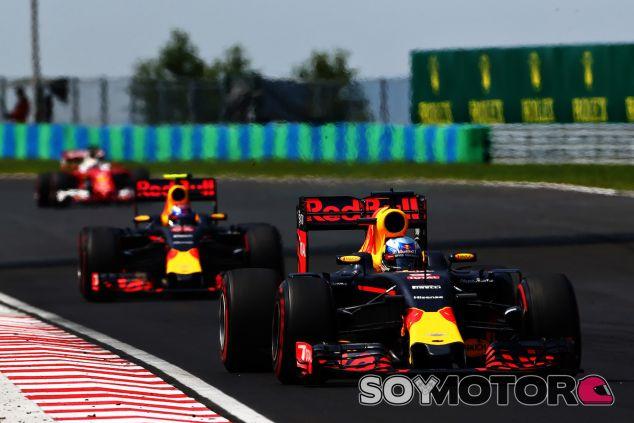 Daniel Ricciardo y Max Verstappen por delante de Sebastian Vettel en Hungaroring - LaF1