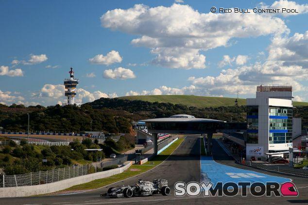 Daniil Kvyat con el RB11 en la pista de Jerez - LaF1