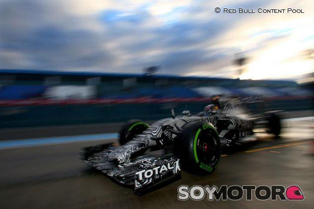 Daniel Ricciardo con el RB11 durante los test de Jerez - LaF1