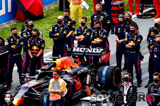 La táctica de Red Bull que la FIA ha prohibido tras Bakú - SoyMotor.com