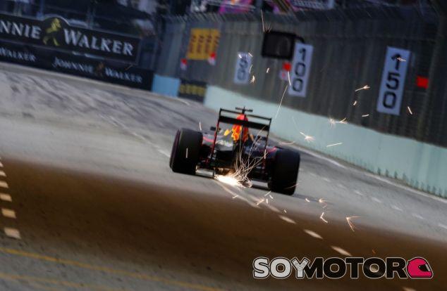 Red Bull con el DRS en Singapur - SoyMotor