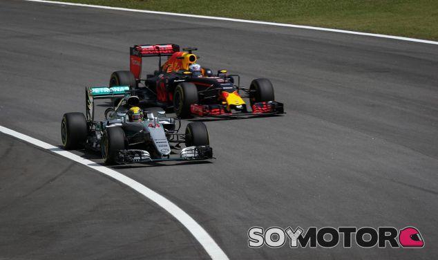 Lewis Hamilton y Daniel Ricciardo en Brasil - SoyMotor