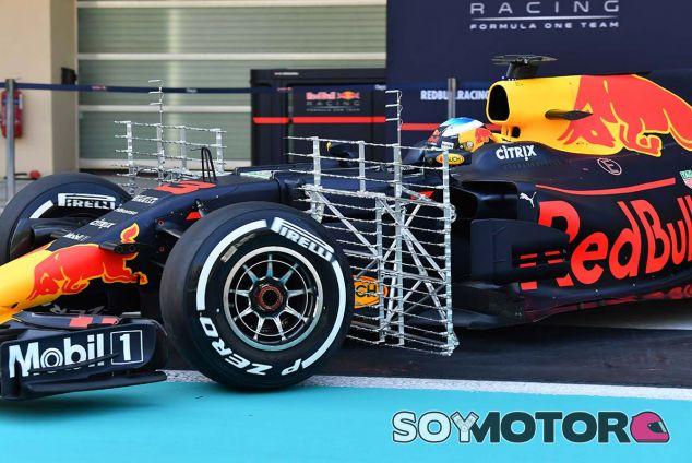 El RB13 de Daniel Ricciardo, con sensores aerodinámicos en Yas Marina - SoyMotor.com