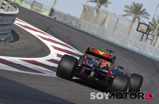 Red Bull en el test de Pirelli de neumáticos 2017 - SoyMotor