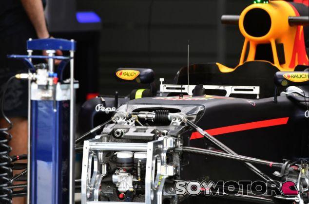 Suspensión delantera del RB12 - SoyMotor