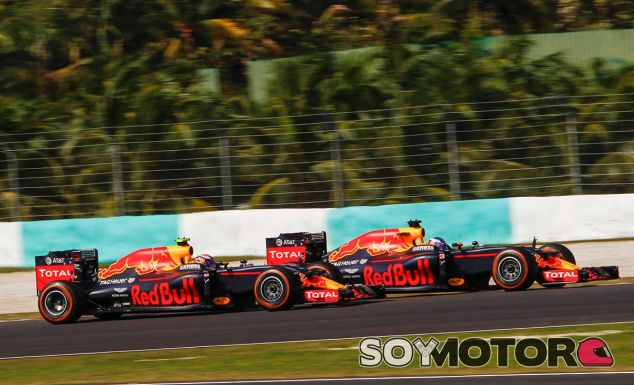 Daniel Ricciardo y Max Verstappen - SoyMotor